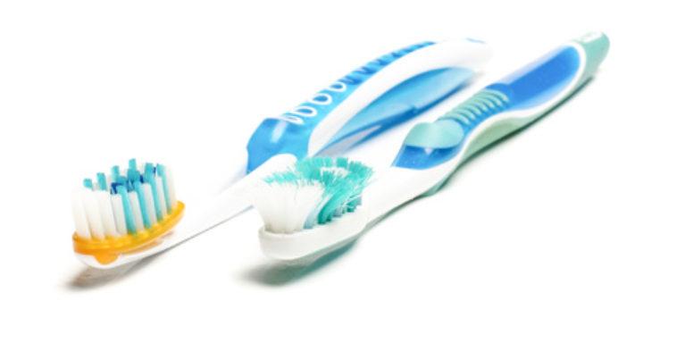 Zahnarzt Nguyen in Köniz_ zahnbürste wechseln